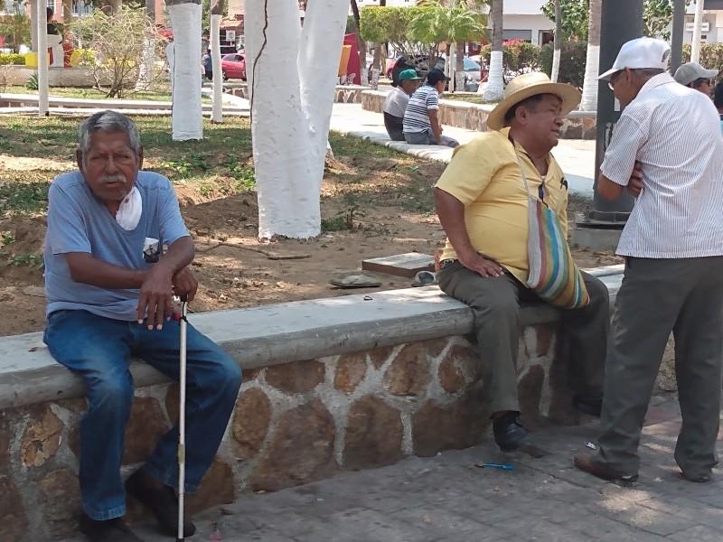 Pese a alerta sanitaria, adultos mayores continúan con sus actividades