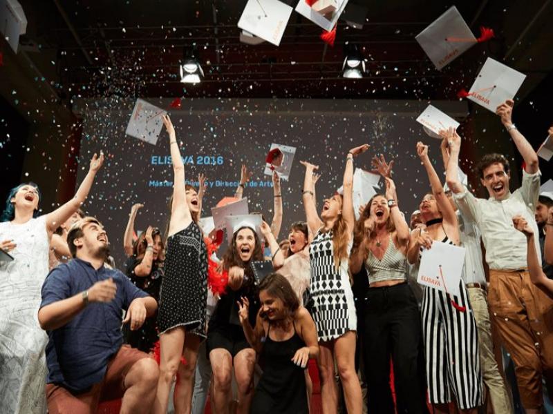 Pese a alza de pandemia escuelas organizan fiestas de graduación