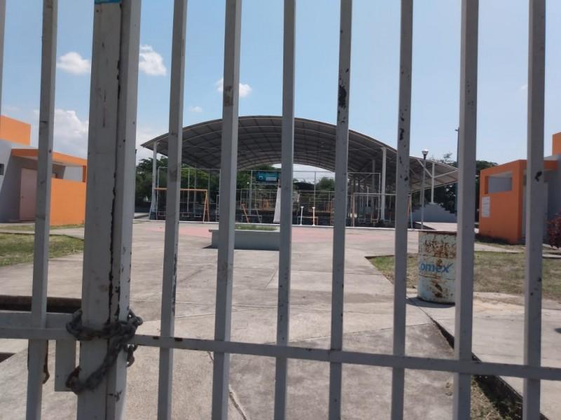 Pese a autorización de apertura, Ayuntamiento mantiene cerrados centros deportivos
