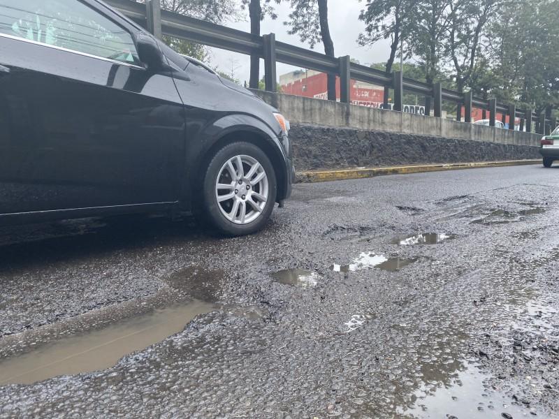 Pese a baches en Xalapa, alcalde presume su atención