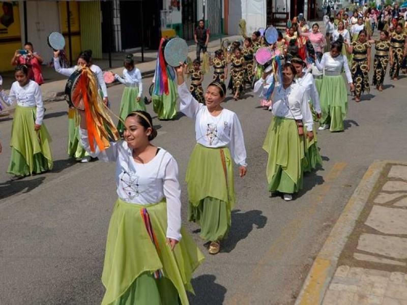 Pese a contingencia indígenas se congregan para realizar procesión