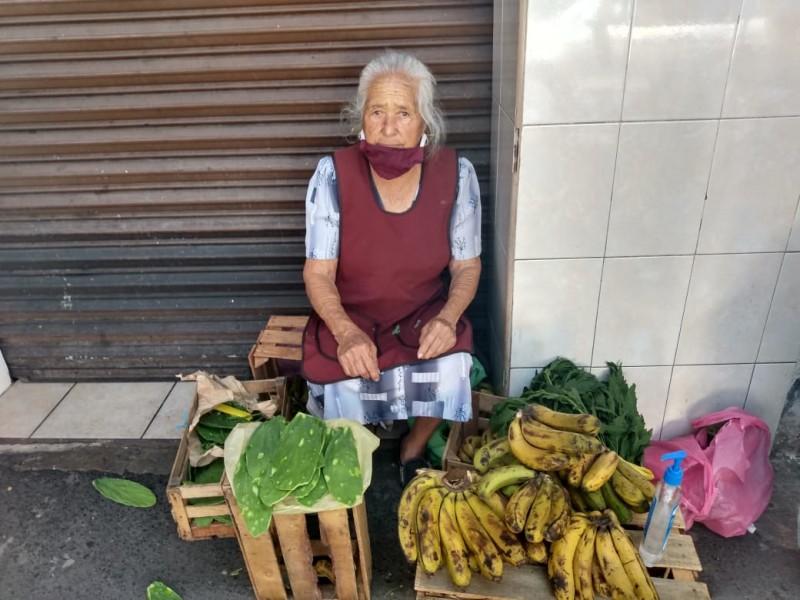 Pese a contingencia personas adultas mayores siguen  trabajando
