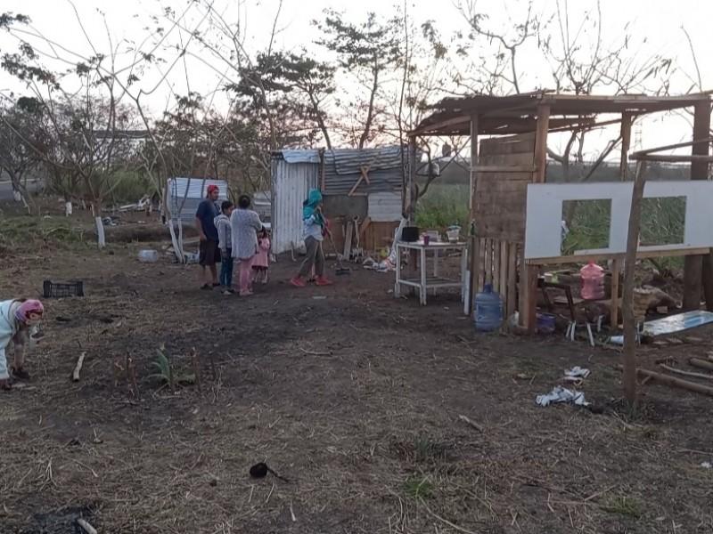 Pese a desalojo, familias se niegan a retirarse de laguna