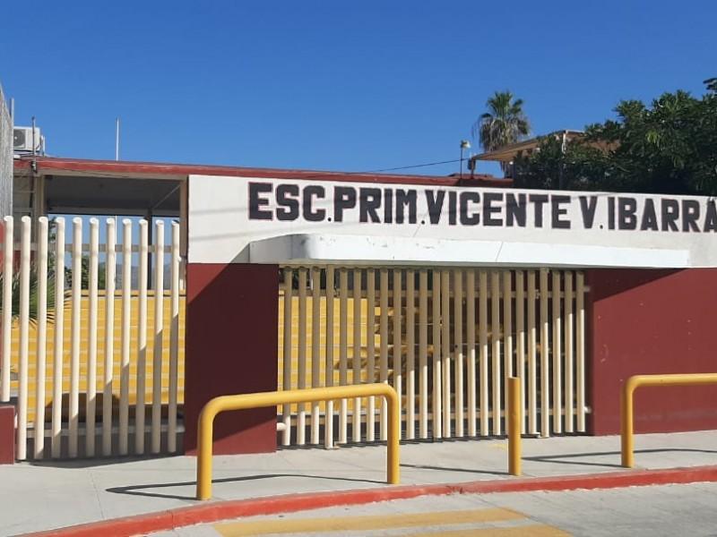 Pese a la pandemia continúan dando mantenimiento  a escuelas