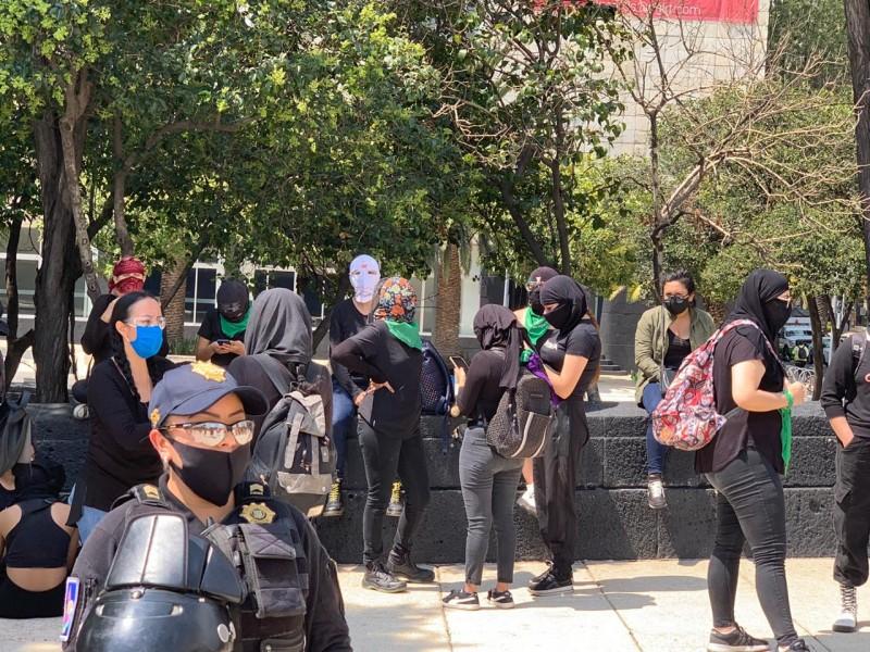 Pese a la pandemia, feministas marchan en la CDMX