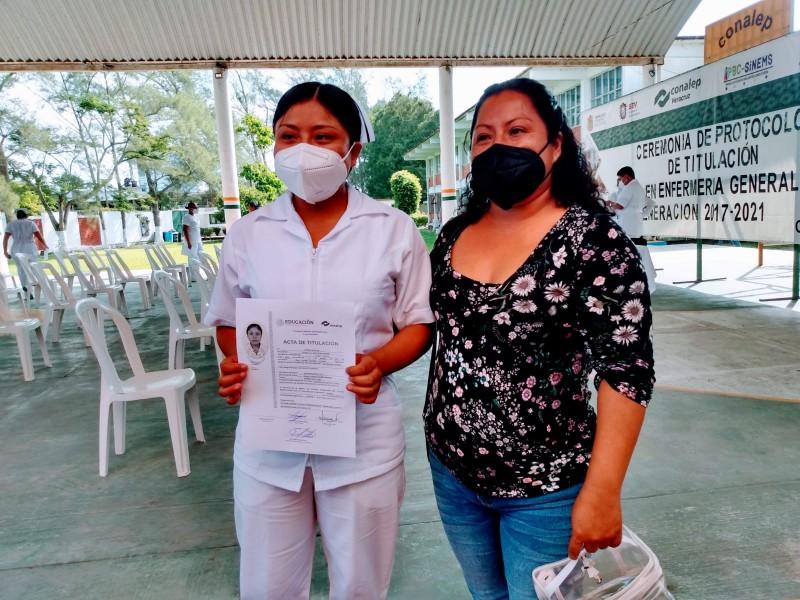 Pese a los riesgos, estudiantes continuaron servicio social en hospitales