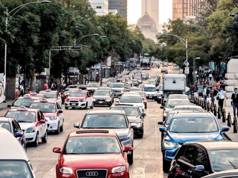 Pese a semáforo rojo, movilidad en Cdmx no baja