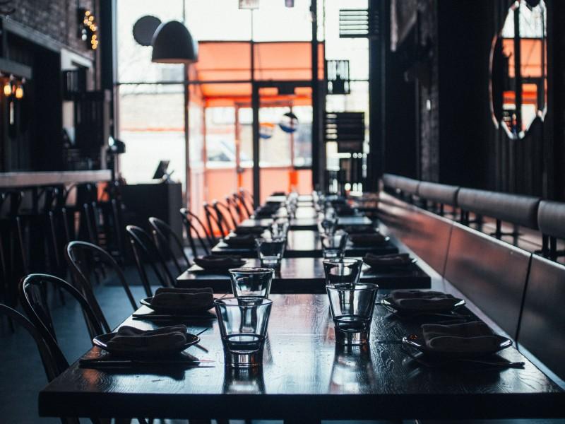 Pese a ser esenciales, restaurantes enfrentan dificultades por pandemia