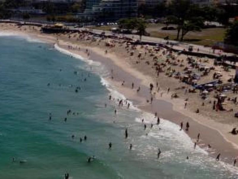 Pese a situación preocupante Covid-19, Río de Janeiro reabre playas