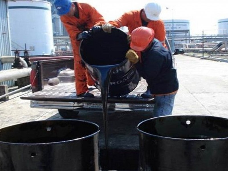 Petróleo mexicano gana 0.53 dólares
