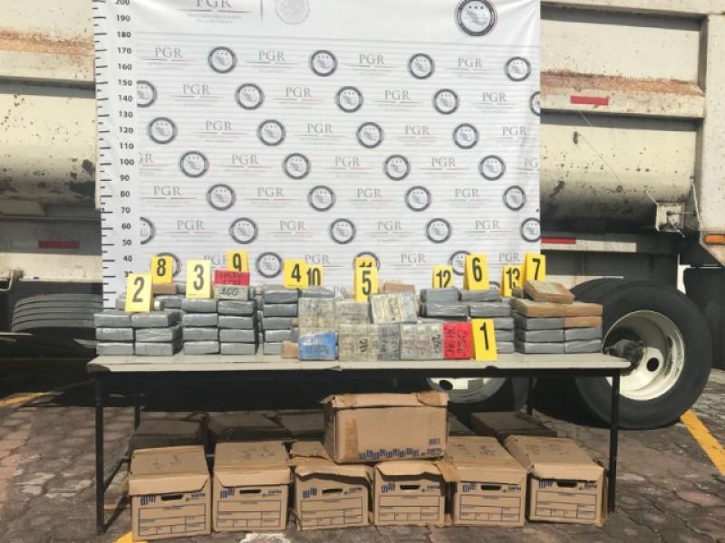 PGR aseguran 7 MDD y cocaina en Veracruz