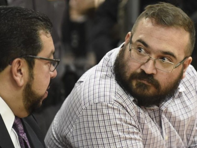 PGR reclasifica delitos a Javier Duarte
