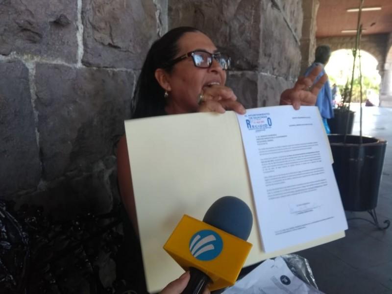Pide a Ayuntamiento paguen deuda
