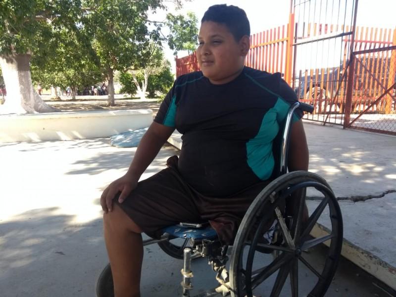 Pide apoyo Miguel para volver a caminar