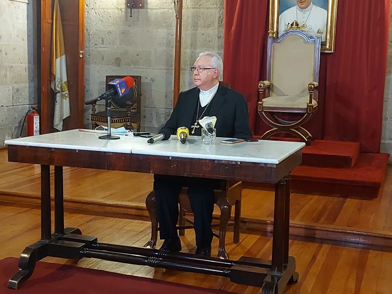 Pide cardenal propuestas reales a candidatos