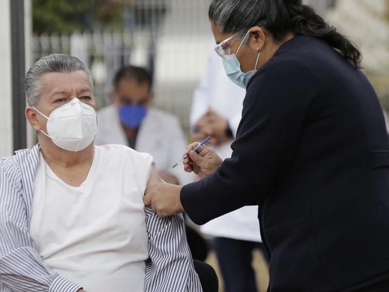 Pide Gobierno Federal a Jalisco reprogramar vacunación a personal médico