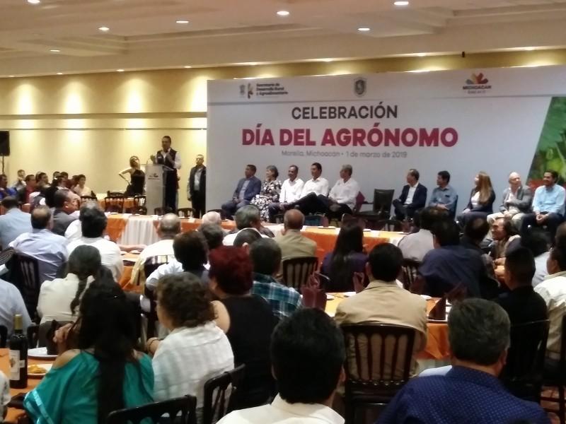Pide Silvano a Federación financiamiento para obras agrónomas