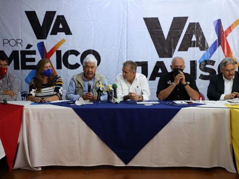 Pide 'Va X México' renuncia de Ebrard por L12