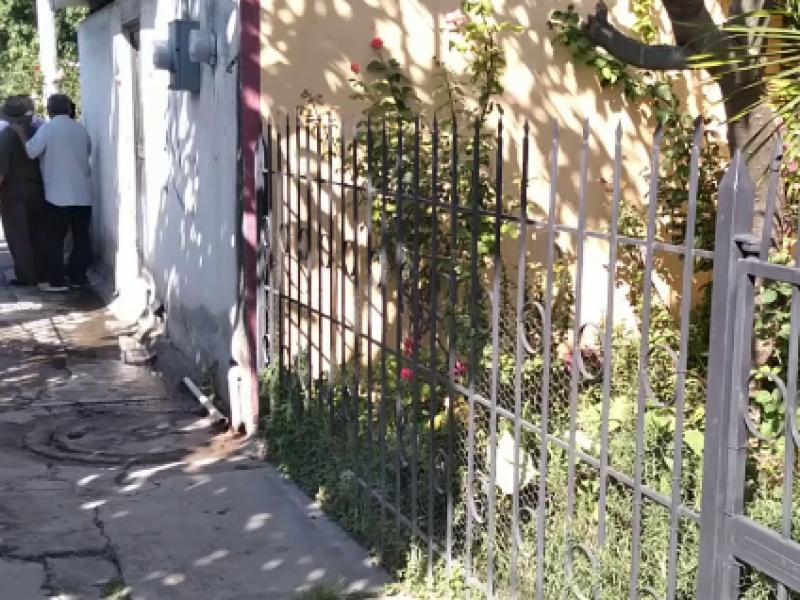 Piden a las autoridades arreglen el drenaje de su andador
