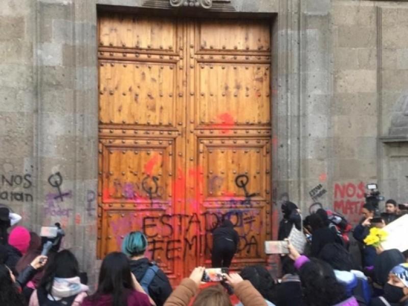 Piden alto al feminicidio, protestas en Palacio Nacional