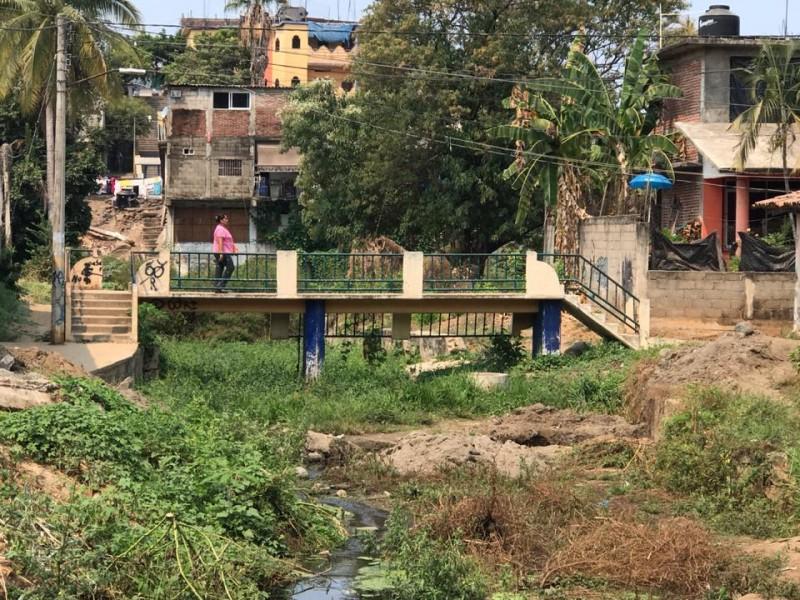 Piden desazolve del arroyo El Mesón en Petatlán