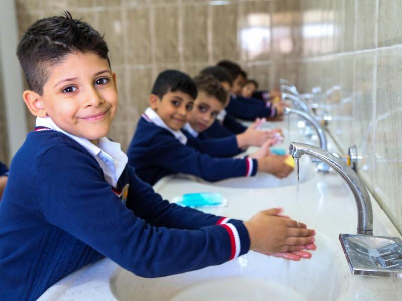 Piden garantizar agua en las escuelas antes de regreso presencial