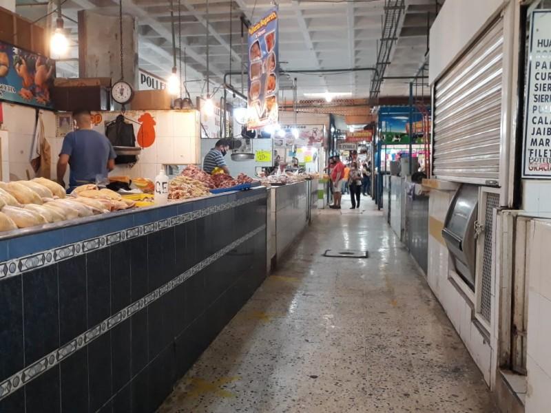 Piden locatarios de mercado apertura de calles por bajas ventas