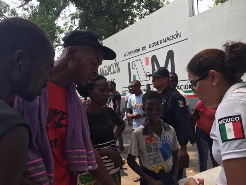 Piden migrantes haitianos y africanos frenar deportaciones