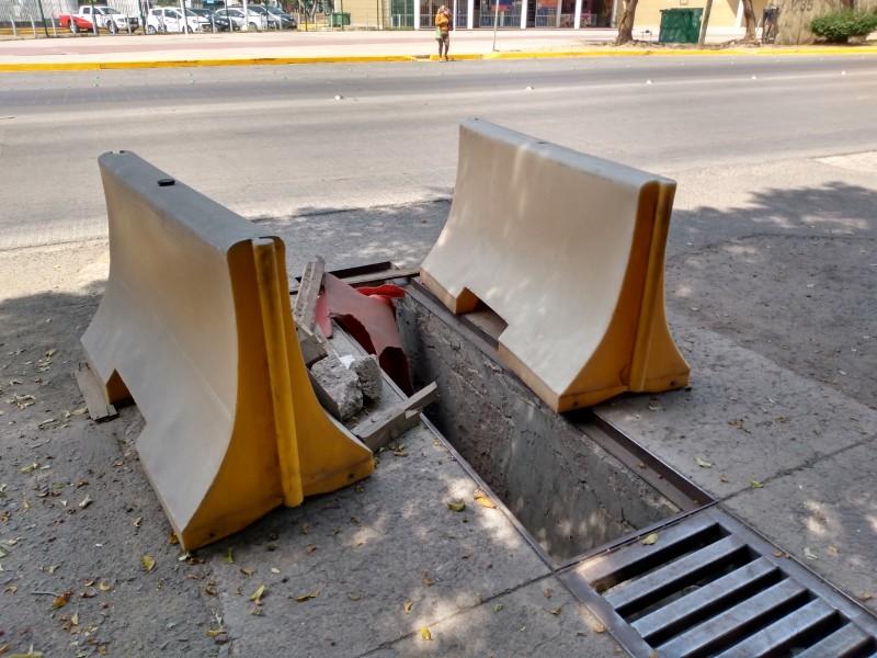 Piden reparar rejilla peligrosa en San Jerónimo