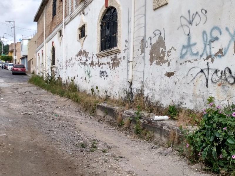 Piden vecinos rehabilitar calle José María Menchaca
