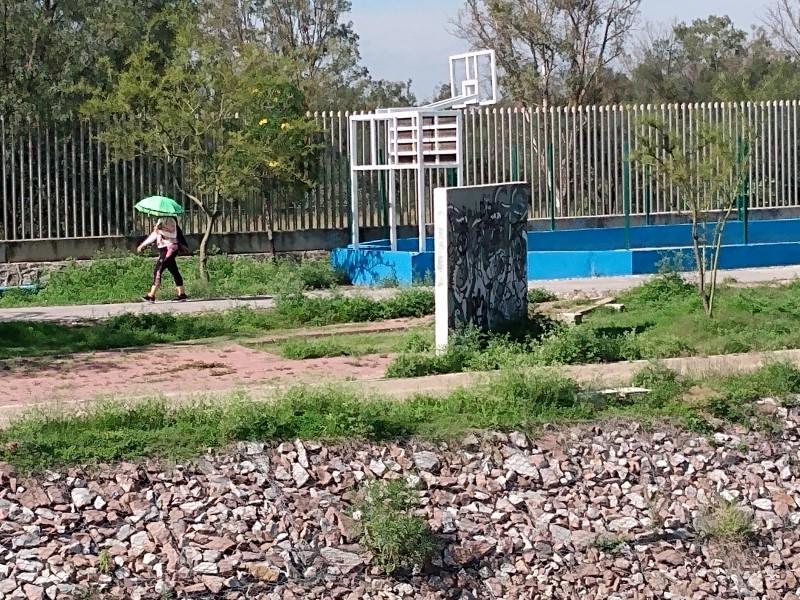 Piden vigilancia y mantenimiento en parque línea La Sardaneta