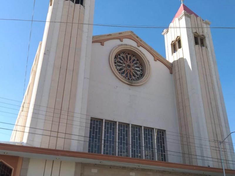 Pintan consigna feminista en Catedral de Torreón