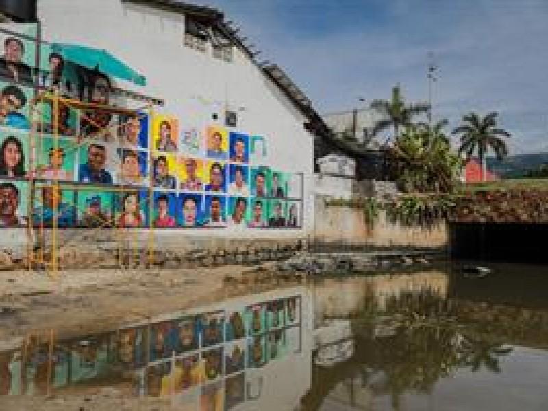 Pintan mural con retrato de personas desaparecidas en Acapulco, Guerrero