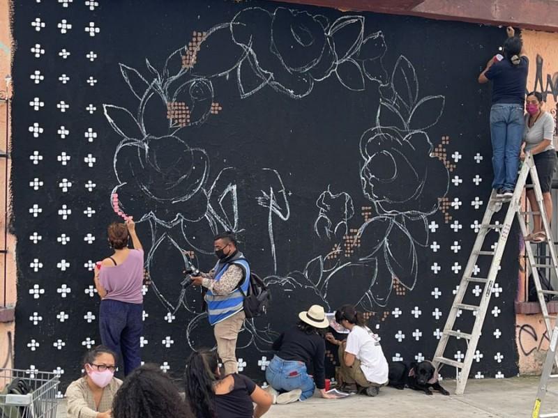 Pintan mural en memoria del bebé Tadeo y su madre