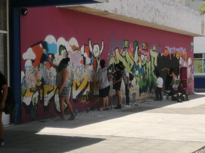 Pintan murales alusivos al Día Internacional de la Mujer