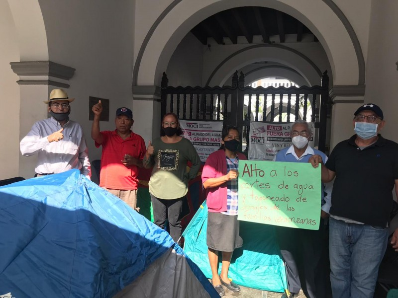 Plantón en Palacio de Veracruz, se mantiene hasta el viernes
