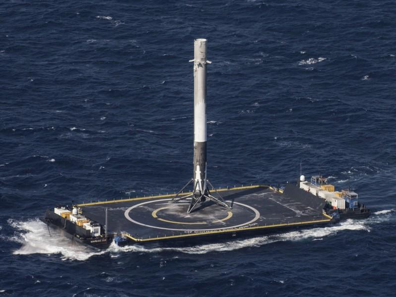 Plataforma marítima de SpaceX cruza el Canal de Panamá