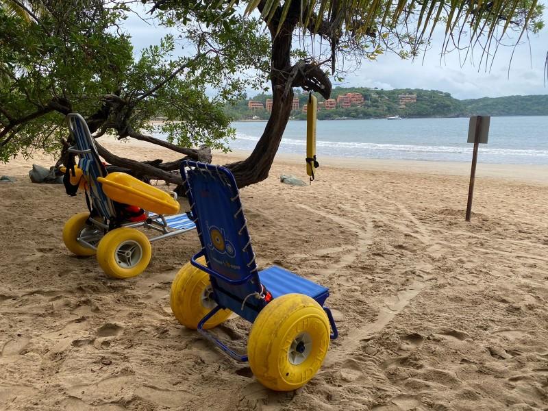 Playa Incluyente de Ixtapa continúa recibiendo turismo con discapacidad