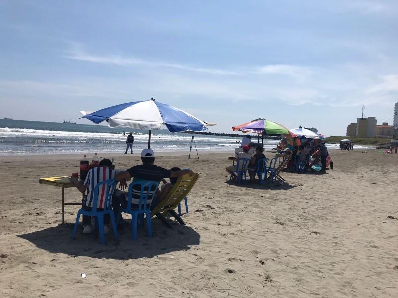 Playas de Boca del Río con visitantes este 16 septiembre