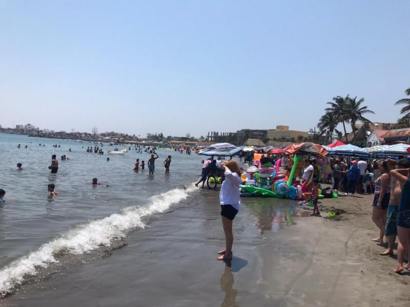 Playas de Veracruz abarrotadas de turistas
