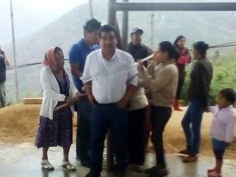 Pobladores, amarran al alcalde de Siltepec