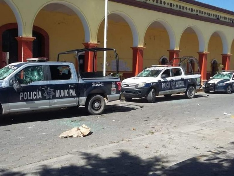 Pobladores de Altepexi golpean a policías tras detención de jóvenes