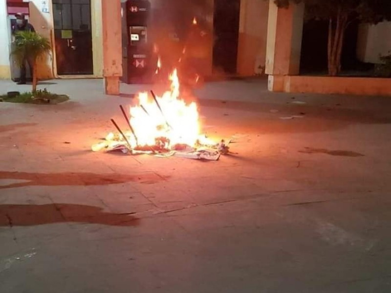 Pobladores intentan linchar a policías de Tlacotepec de Benito Juárez