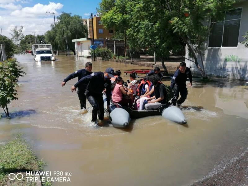 PoEs brinfa apoyo en zonas afectadas por inundaciones
