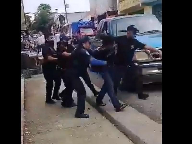 Policía de Mezcalapa dan golpiza a detenido