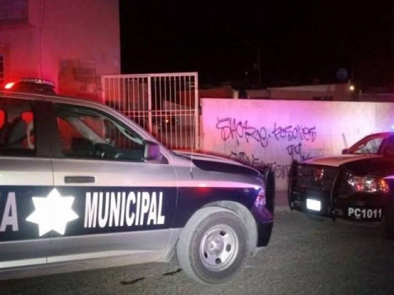 Policía de Torreón es arrestado por compañeros: familiares denuncian corrupción