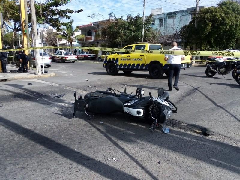 Policía Estatal impacta contra camioneta en calles de Veracruz