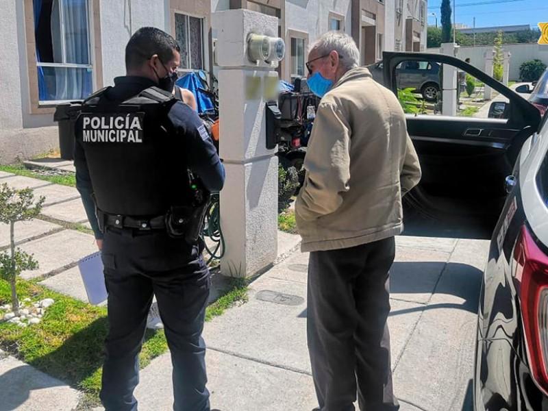 Policías ayudan a adulto mayor a regresar a cass