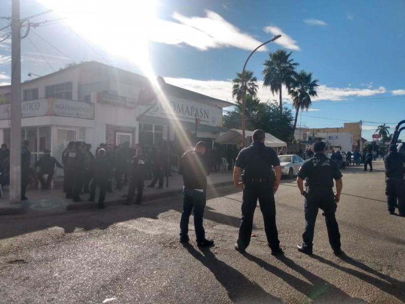 Policías desalojan a sindicalizados de OOMAPAS Navojoa