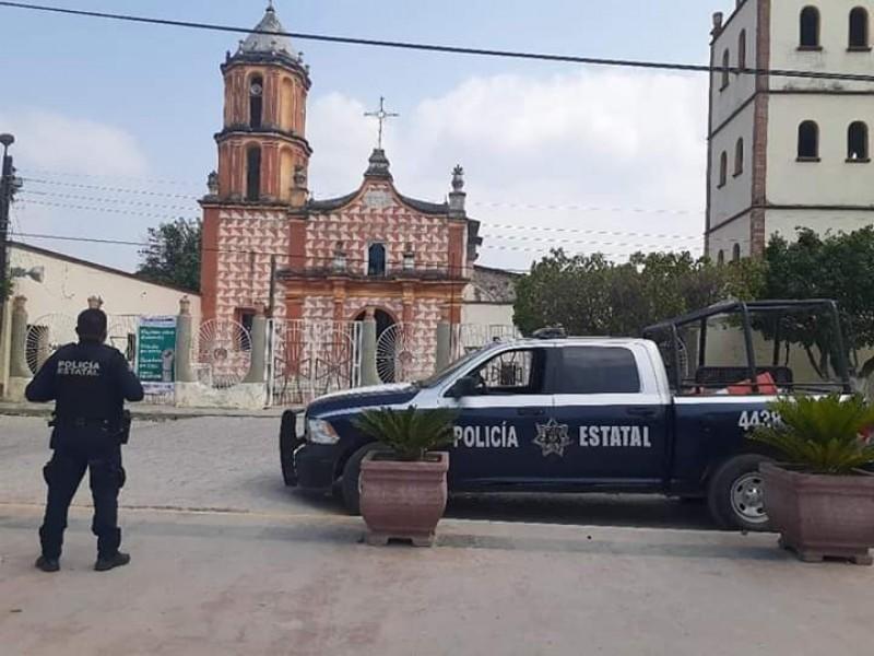 Policías invitan a la población a permanecer en casa